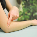 ¿Qué es epicondilitis (codo de tenista)? Causas, síntomas y tratamientos